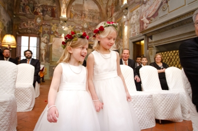Best Flower girl crowns New Years Wedding In Florence Best wedding locations in Firenze
