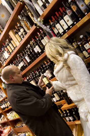 Buying Wine on your wedding day! New Years Wedding In Florence Best wedding locations in Firenze