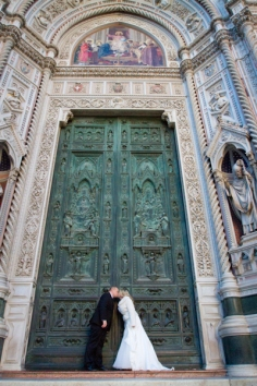 Best Wedding Photo by the Duomo New Years Wedding In Florence Best wedding locations in Firenze