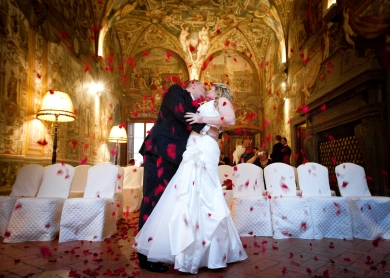 Rose Petal Toss in ceremony New Years Wedding In Florence Best wedding locations in Firenze