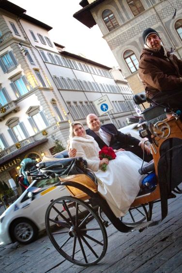 Bride and groom getaway horse and carriage New Years Wedding In Florence Best wedding locations in Firenze