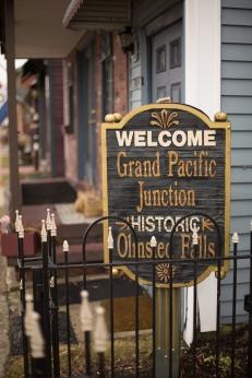 @PhotographerAmy Elizabeth Birdsong Photography Cleveland Engagement Photos Olmsted Falls-1