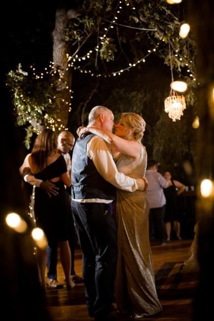 @PhotographerAmy Elizabeth Birdsong Photography Kindred Oaks Wedding Photos Austin Venue-99