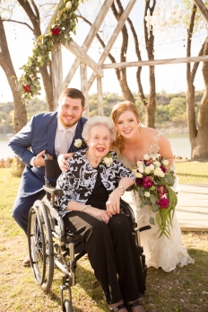 Photographer Amy Elizabeth Birdsong Photography Blissful Hill Central Texas Wedding Photos-77