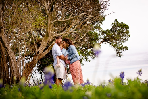 @ Photographer Amy Elizabeth Birdsong Photography Texas Bluebonnet family portrait location photographer-12