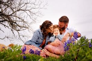 @ Photographer Amy Elizabeth Birdsong Photography Texas Bluebonnet family portrait location photographer-5