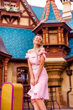 Photographer Amy Elizabeth Birdsong Photography Disney World Magic Kingdom Engagement Photos-32