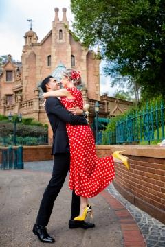 Photographer Amy Elizabeth Birdsong Photography Disney World Magic Kingdom Engagement Photos-38b