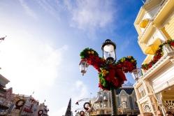 Photographer Amy Elizabeth Birdsong Photography Disney World Magic Kingdom Engagement Photos-7